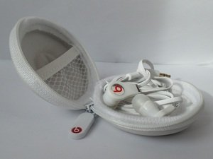 beats audio earphones. wit met opbergmapje.