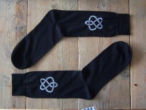 Te koop: Zwarte sokken met logo