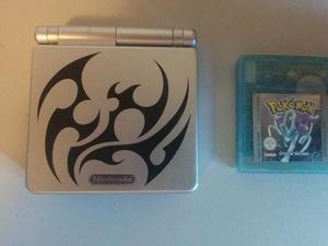 Gameboy Advance SP Tribal Edition + Pokémon Crystal